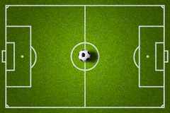 Voetbalgebied en bal hoogste mening royalty-vrije stock afbeelding
