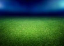 Voetbalgebied en lichten Stock Afbeeldingen
