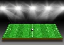 Voetbalgebied met een gazon onder lichten Stock Foto