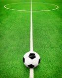 Voetbalhoogte en balachtergrond Stock Foto