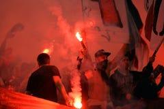 Voetbalhooligans met gloed Stock Foto's
