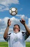 Voetballer en Bal Stock Foto