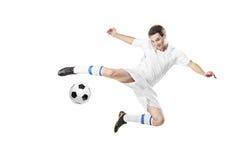 Voetballer met een bal in actie Stock Afbeelding