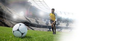 Voetballer op gras in stadion Stock Afbeelding
