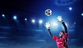 Voetballer op stadion in actie Gemengde media stock foto's