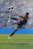 Voetballer tijdens gelijke royalty-vrije stock afbeelding