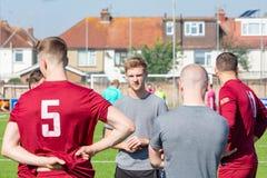 Voetbalmanager Gives Teamtalk aan Spelers royalty-vrije stock foto's