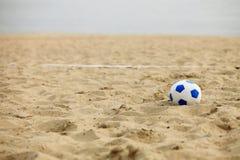 Voetbalpoort en bal, strandvoetbal royalty-vrije stock afbeelding