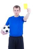 Voetbalscheidsrechter die gele die kaart tonen op wit wordt geïsoleerd Stock Foto's