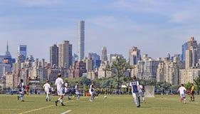 Voetbalspel NYC Sklline Stock Fotografie