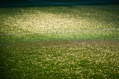Voetbalstadion met groen kunstmatig gebied royalty-vrije stock fotografie