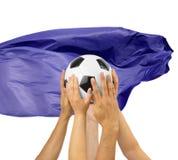voetbalsters die een voetbalbal houden stock afbeelding