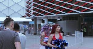 Voetbalventilators van het cheerleading van Polen stock videobeelden