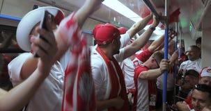 Voetbalventilators van Metro van Polen stock videobeelden