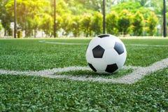 Voetbalvoetbal op de lijn van de Hoekschop stock foto
