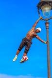 Voetbalvrij slag Iya Traore die met een Bal jongleren Stock Foto