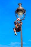 Voetbalvrij slag Iya Traore die met een Bal jongleren Stock Afbeelding