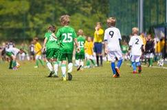 Voetbalwedstrijd stock foto's