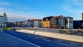 Voetbrug aan Christianshavn in Kopenhagen, Denemarken stock foto's