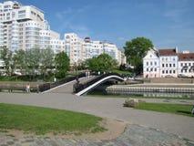 Voetbrug in de stad royalty-vrije stock afbeeldingen