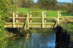 Voetbrug over Water Royalty-vrije Stock Foto's