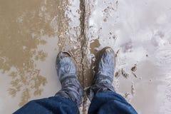 Voeten in de modder Stock Afbeelding