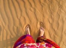 Voeten in de woestijn. Rajasthan, India. Stock Afbeelding