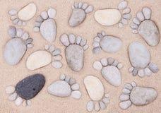 Voeten door stenen Stock Afbeeldingen