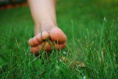 Voeten in het gras Royalty-vrije Stock Fotografie