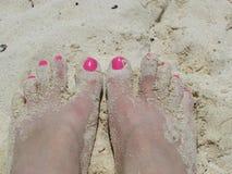 Voeten in het zand stock foto