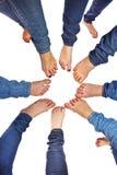 Voeten meisjes met jeans in een cirkel Royalty-vrije Stock Afbeelding