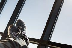 Voeten omhoog in de lucht Stock Foto's
