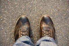Voeten op het asfalt Stock Afbeelding