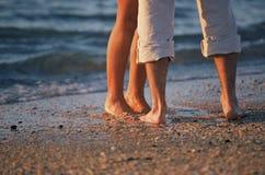 Voeten op het strand Stock Foto's