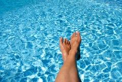 Voeten over de Pool Royalty-vrije Stock Afbeelding