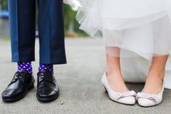 Voeten van bruid en bruidegom Stock Afbeeldingen