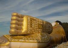Voeten van Doende leunen Boedha in Thailand Royalty-vrije Stock Afbeelding