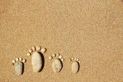 Voeten van een familie van stenen op het overzees Royalty-vrije Stock Foto's