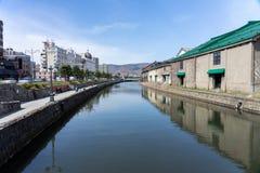 Voetganger en Toeristen bij het kanaal historisch Oriëntatiepunt van Otaru van populaire de toeristenbestemming van Hokkaido in  royalty-vrije stock afbeeldingen