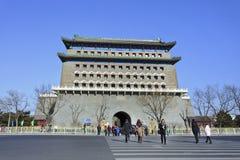 Voetgangers bij poort aan Tiananmen Vierkant, Peking Royalty-vrije Stock Foto