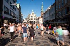 Voetgangers in Kopenhagen stock foto