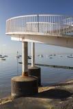 Voetgangersbrug bij Leigh-op-Overzees, Essex, Engeland Stock Afbeeldingen