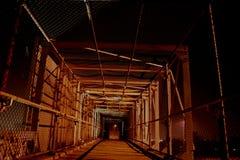 Voetgangersbrug bij nacht Stock Foto's