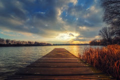 Voetgangersbrug en blauwe hemel Royalty-vrije Stock Foto's