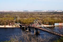 Voetgangersbrug in Kiev Stock Foto's