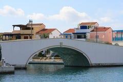 Voetgangersbrug op een kust royalty-vrije stock foto