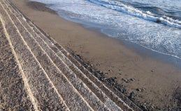 Voetstappen op de overzeese kust Stock Afbeelding