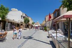 Voetstraat, Alacati, de provincie van Izmir, Turkije stock afbeelding