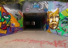 Voettunnel met graffiti Stock Foto's
