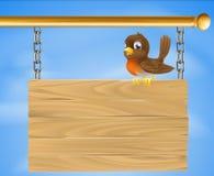 Vogel auf hölzernem Zeichen Lizenzfreie Stockbilder